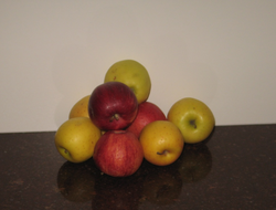 Apples contain pectin a fibre which may help reduce cholesterol